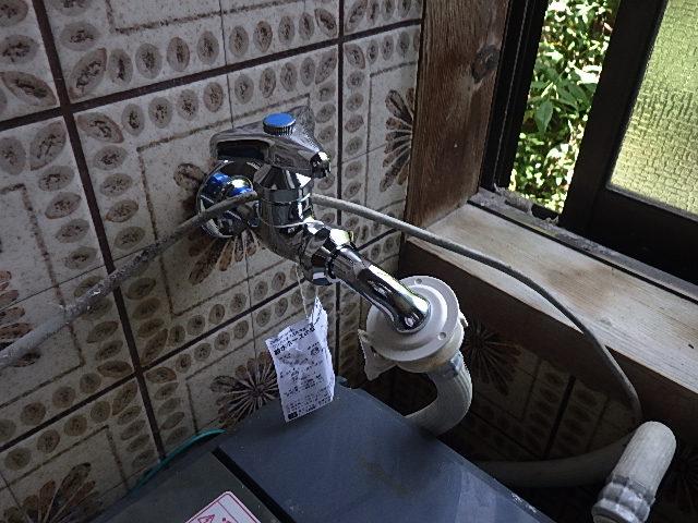 氷見市の小工事 「洗濯機用水栓の交換」