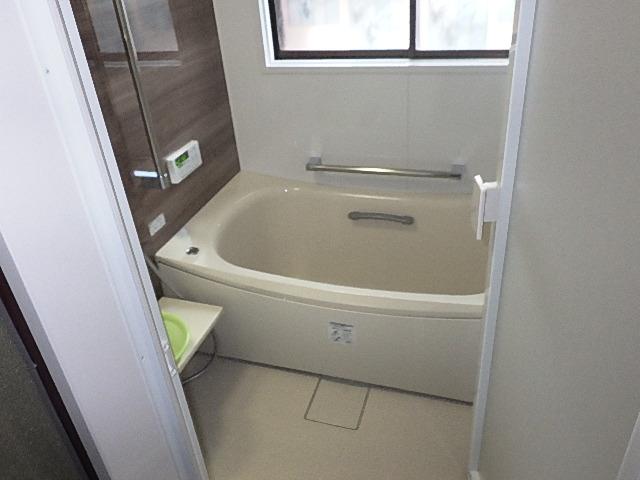 氷見市の浴室(0.75坪)+ガス給湯器交換リフォーム 「冬でも快適、あたたか」