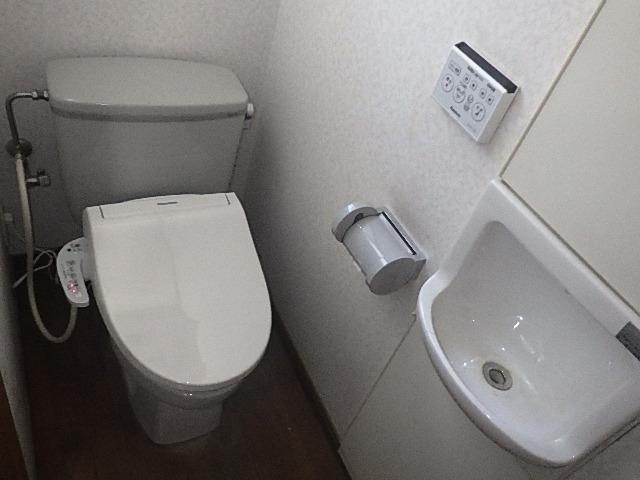 氷見市のトイレリフォーム 「シャワートイレ交換!快適!省エネも清潔も、しっかりモデル」