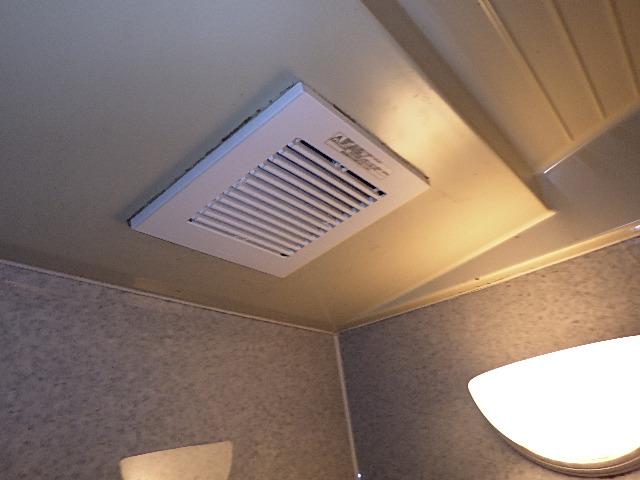 氷見市の小工事 「浴室換気扇の交換」