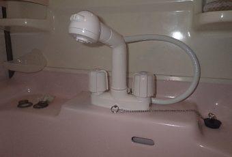 氷見市の小工事 「洗面化粧台の水栓取替!洗髪シャワータイプ♪」