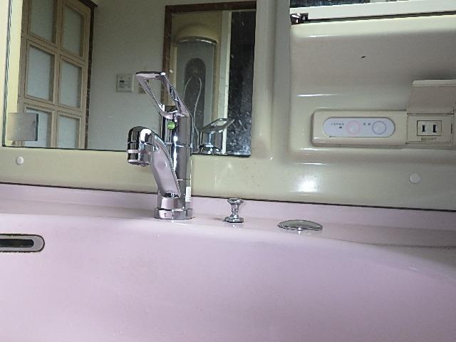 氷見市の小工事 「洗面化粧台の水栓交換」