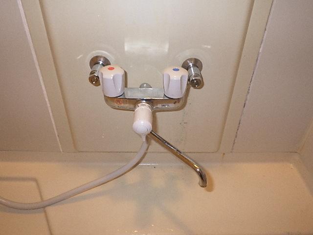 氷見市の小工事 「浴室2ハンドル水栓の取替」
