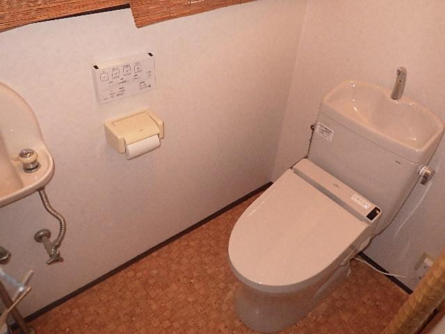 氷見市のトイレリフォーム 「リモコン&手洗い付き」