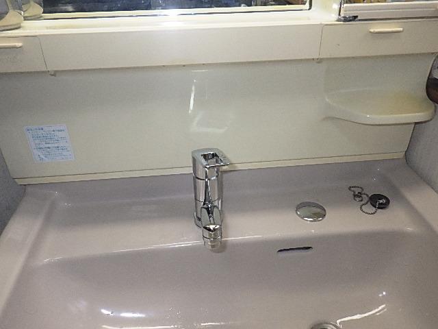氷見市の小工事 「洗面化粧台の水栓取替」