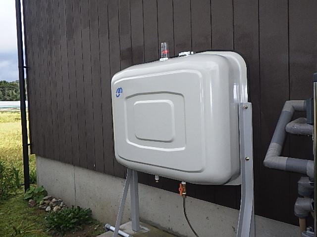 氷見市の灯油タンク交換「200リットルタイプ、壁ピタ、工期3時間」
