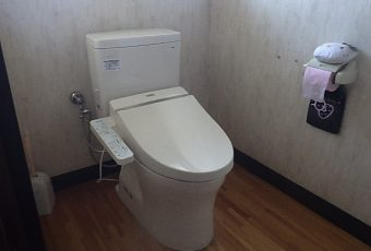 氷見市のトイレ交換 「充実のシンプル機能 & 節水トイレ」