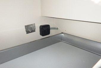 黒いボックスのようなものが、今回新設した200VのIH専用のコンセントです。<br /> これでIHコンロを使用できます!