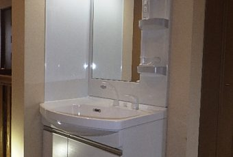 氷見市の洗面化粧台交換工事 「サイドパネル付きで、お掃除楽々♪」