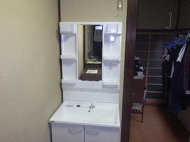 【氷見市】洗面化粧台の交換