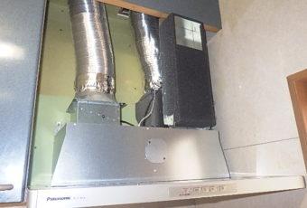 工事中4:同時吸排気タイプの部材取付します。