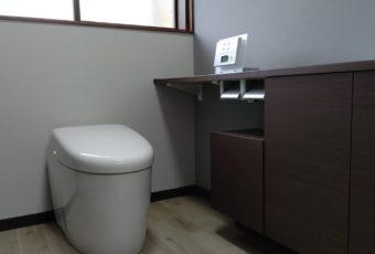 完成6:色の組み合わせ方とトイレ。リモコンの置き方。とてもカッコいい仕上がりですね(^^♪