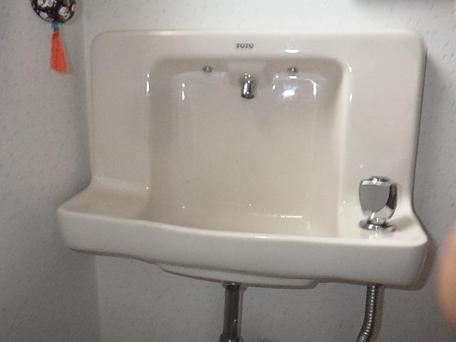 トイレ埋込型手洗いの修理