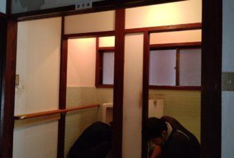 和式トイレと男子小便器を「洋式トイレ」にリフォーム開始!