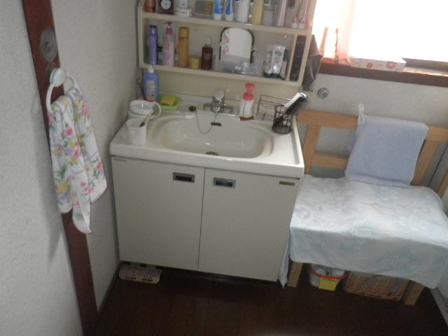 洗面台交換の現場調査