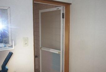 浴室ドアの現場調査へ