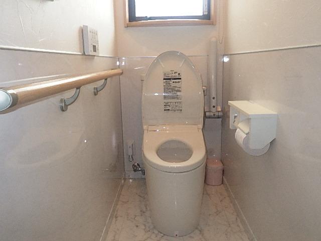トイレ交換工事へ