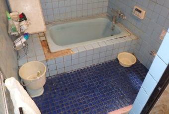 浴室の現場調査へ